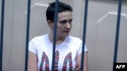 Украиналық ұшқыш Надежда Савченко Ресей сотында. Мәскеу, 11 қараша 2014 жыл.