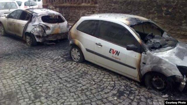 Mașini incendiate de protestatari la Sofia