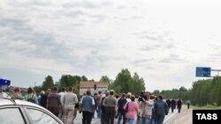 Жители Пикалево, решившие проблему трудовой занятости перекрытием трассы