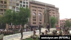 Երևանում հանդիսավորապես բացվեց Գարեգին Նժդեհի արձանը, 28-ը մայիսի, 2016թ․