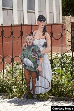 Моторола с невестой появились недалеко от Дворца бракосочетаний