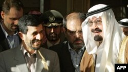 Iranian President Mahmud Ahmadinejad (left) with Saudi King Abdullah in Riyadh in 2007