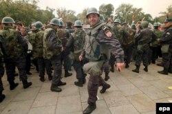 Паліцыянты на вуліцы ў Бялградзе 5 кастрычніка 2000 году