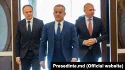 Liderii PD Vladimir Plahotniuc, Andrian Candu și Pavel Filip, la consultările de la Președinție pentru formarea unei majorități parlamentare, 2 aprilie 2019