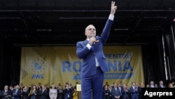 Rareș Bogdan, la unul dintre mitingurile din campania electorală
