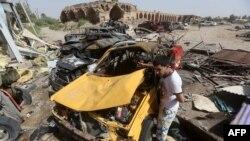 Pamje pas një sulmi të mëparshëm vetëvrasës afër Bagdadit
