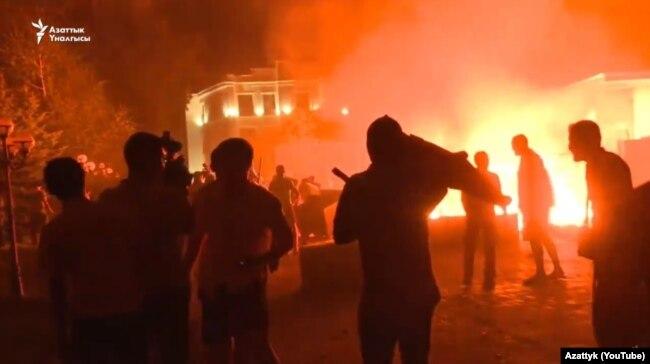 Атамбаев үйінің маңы. Кой-Таш, 7 тамыз 2019 жыл.