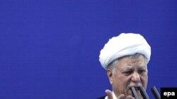 اکبر هاشمی رفسنجانی روز جمعه راهکارهایی برای رفع بحران در ایران پیشنهاد کرد.