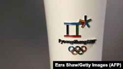 Архива: Олимпискиот факел за игрите во Пјонгчанг.