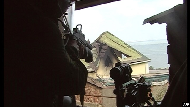 Russian counterterror special forces aim weapons at a target during a military operation in the village of Komsomolskoe, in Daghestan. (file photo)