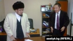Чубак қажы Жалилов Азаттықтың Қырғыз қызметінің кеңсесінде.