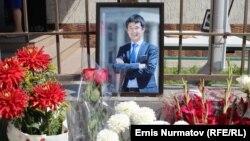 Еске алу шарасына қойылған Уланбек Егізбаевтің портреті. Бішкек, 23 шілде 2018 жыл.