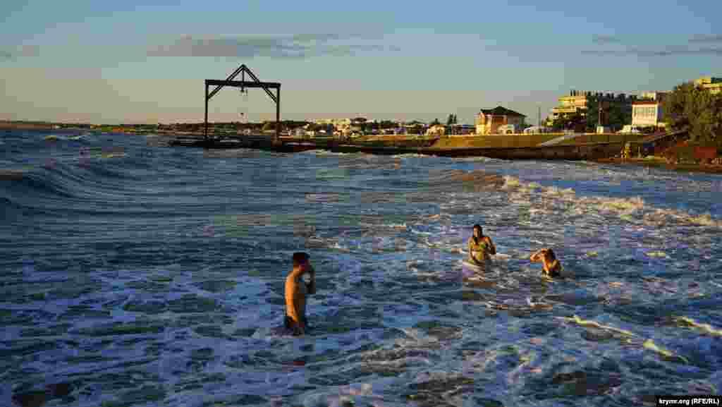 Море піниться