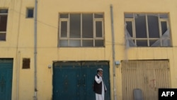 Pamje e një ndërtese në Kabul që shfrytëzohej nga organizatat humanitare, e cila ishte sulmuar në muajin maj të këtij viti