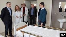 Екс премиерот Никола Груевски и екс министерот за здравство Никола Тодоров во посета на Градската болница 8 Септември.