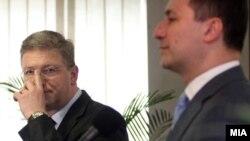 Архивска фотографија: Прес-конференција на премиерот Никола Груевски и еврокомесарот Штефан Филе.