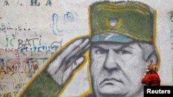 გრაფიტი ბოსნიელ სერბთა არმიის ყოფილი სარდლის, რატკო მლადიჩის გამოსახულებით ბელგრადის ერთ-ერთ გარეუბანში