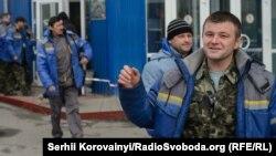 Робітники концерну Novarka біля санітарно-пропускного пункту на будівельний майданчик ЧАЕС