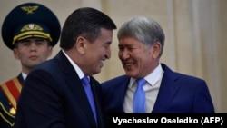 Мурдагы президент Алмазбек Атамбаев менен азыркы президент Сооронбай Жээнбеков.