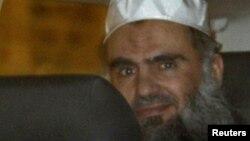 Радикальный исламистский проповедник из Иордана Абу Катада. Лондон, апрель 2012 года.