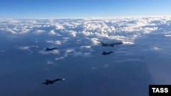 Российские истребители в небе над Сирией, архивное фото