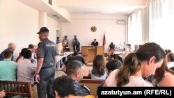 Նորքի զինված խմբի գործով դատավարությանը շարունակվում է վկաների հարցաքննությունը