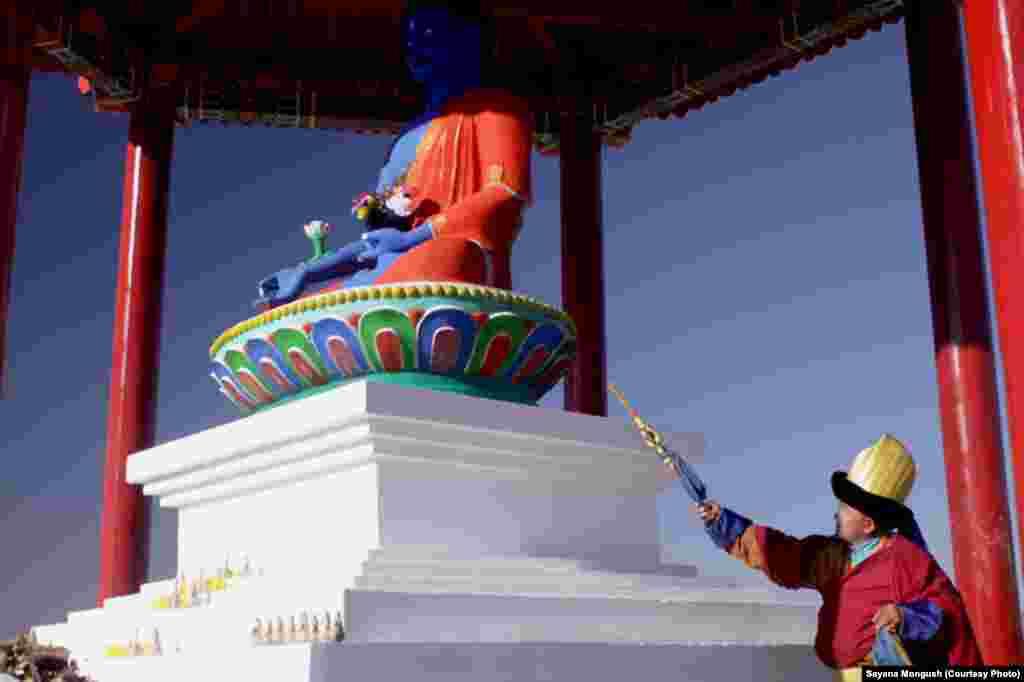 Открытие молельной скульптуры Будды медицины