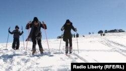 За прошедшие две недели после открытия трассы желающих провести выходные на снежном склоне становится все больше
