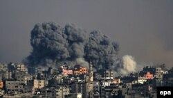После авиаударов израильских военных в ходе операции в восточной части сектора Газа. 22 июля 2014 года.