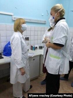 Главврач роддома Марина Курпатова и председатель профсоюза Анастасия Васильева