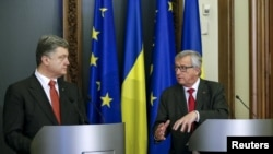 Президент Украины Петр Порошенко с президентом Еврокомиссии Жан-Клодом Юнкером
