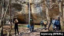 Путешествие к водопаду Козырек в Байдарской долине (фотогалерея)