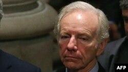 Fostul senator Joe Lieberman
