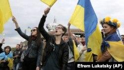 Проукраинский митинг в Донецке. Апрель 2014 года