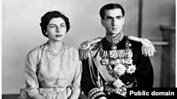 ثریا اسفندیاری که از پدری ایرانی و مادری آلمانی زاده شده، در سال ۱۳۲۹ همسر محمدرضا پهلوی شد.