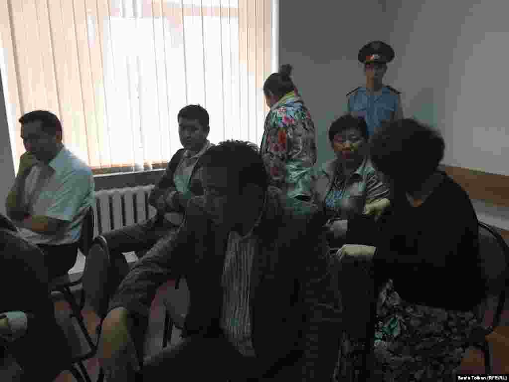 Родственники и сторонники Макса Бокаева и Талгата Аяна в зале суда.