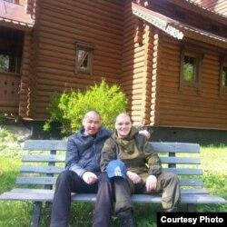 Спартак Типанов (слева) и житель Донецка Андрей Мудрый в госпитале в Каменке, Ленинградская область