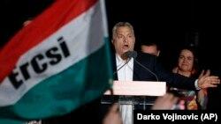 Виктор Орбан выступает перед сторонниками в Будапеште