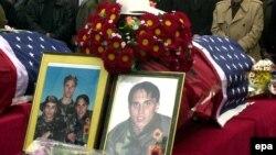 Pamje nga homazhet në Prishtinë, në nderim të vëllezërve Bytyçi, 27 shkurt 2002