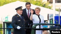Predsjednica Kolinda Grabar Kitarović na mimohodu u Zagrebu