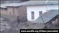 Селевые потоки накрыли несколько сел в Кашкадарьинской области Узбекистана.