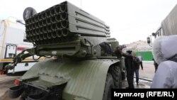 Виставка військової техніки на площі Леніна в Сімферополі, 23 лютого 2015 року