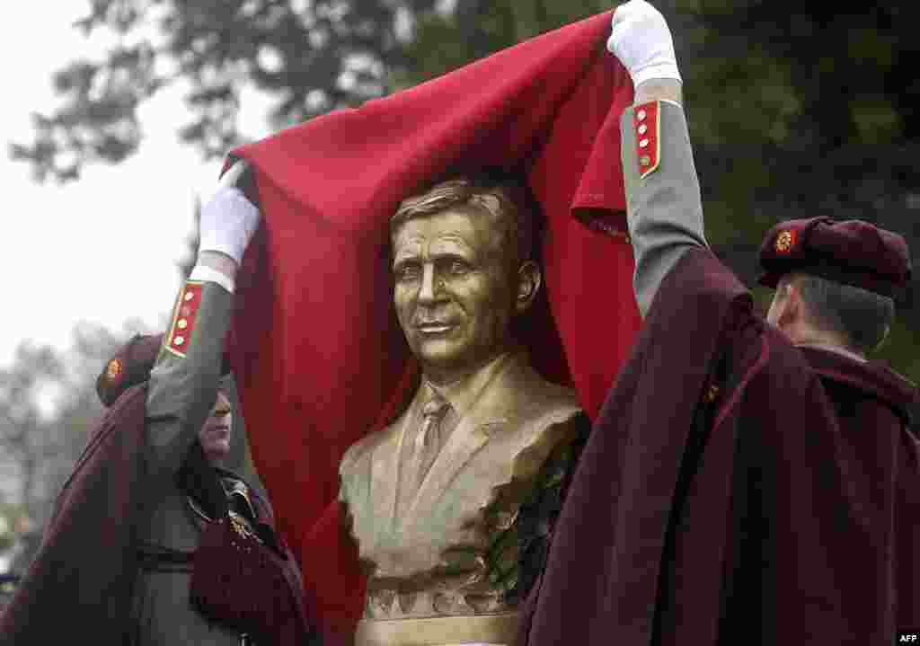 Soldiers unveil a statue of late Macedonian President Boris Trajkovski, who died in a plane crash in 2004.
