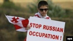 От конкретики в ответах на вопрос, какие шаги намерен предпринять Тбилиси в связи с действиями Москвы, в руководстве страны предпочитают воздерживаться