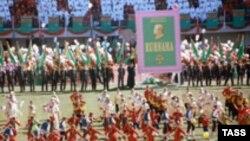 Туркменистан отмечает 65-летие президента Ниязова, февраль 2005 г.