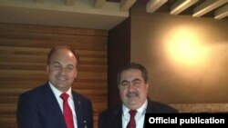 Enver Hoxha (majtas) dhe Hoshyar Zebari