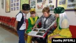 Нина Мерзлякова балаларны авыл тарихы белән таныштыра