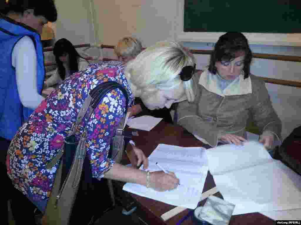 """Участники """"референдума"""" о самоопределении в Славянске"""