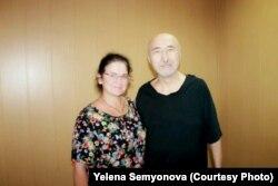 Поэт и диссидент Арон Атабек и посетившая его в СИЗО Павлодара правозащитник Елена Семенова. 26 июля 2019 года
