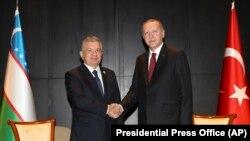 Президенты Узбекистана и Турции Шавкат Мирзияев и Реджеп Тайип Эрдоган.